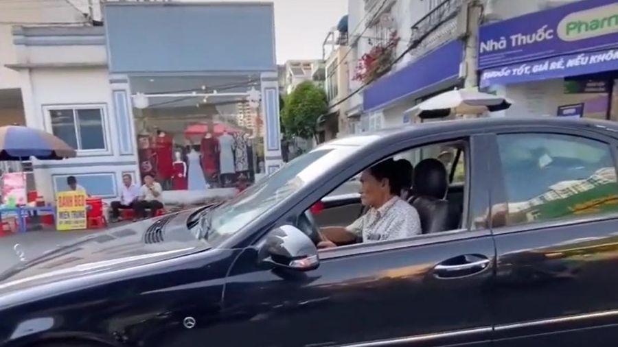Clip: Vừa khỏe lại sau cơn đột quỵ, nghệ sĩ Thương Tín tự lái xe từ Sài Gòn về Phan Rang