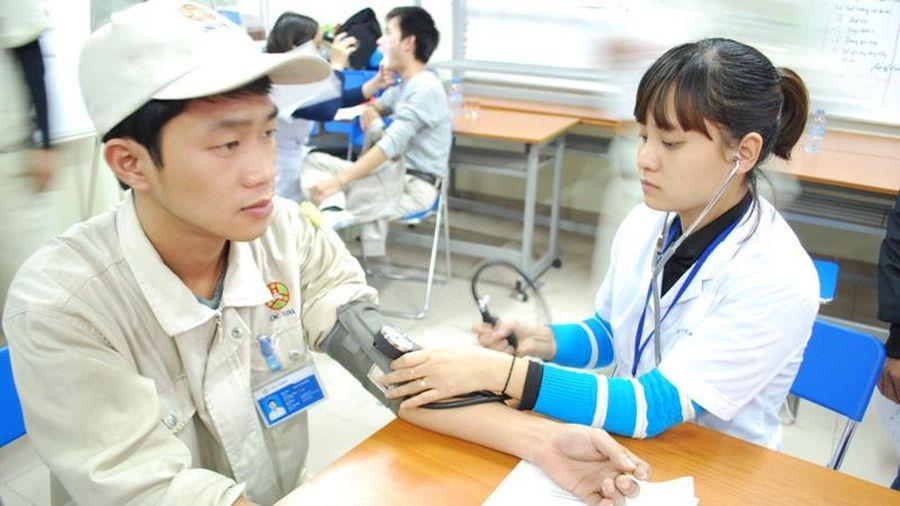 Hà Nội: Khám sức khỏe miễn phí cho 600 người lao động nhân Tháng Công nhân