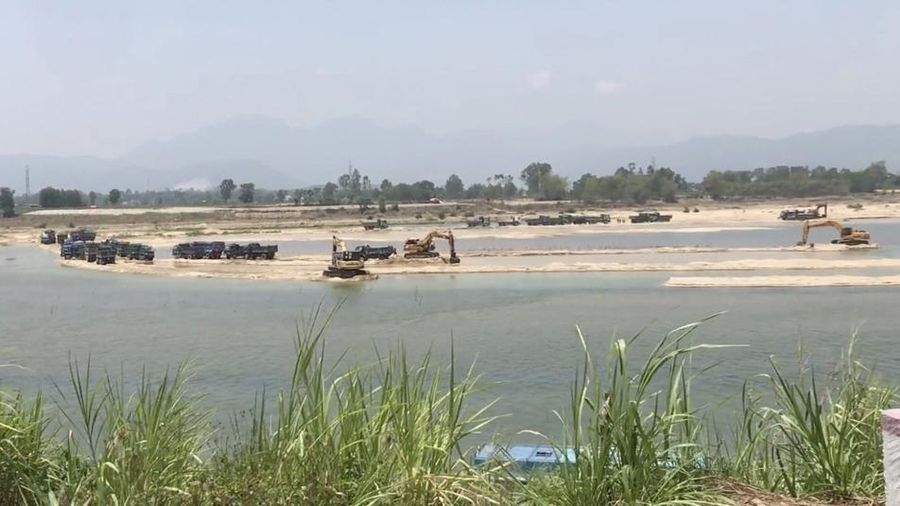 Quảng Ngãi: Chủ mỏ cát, mỏ khoáng sản lách luật trong khai thác