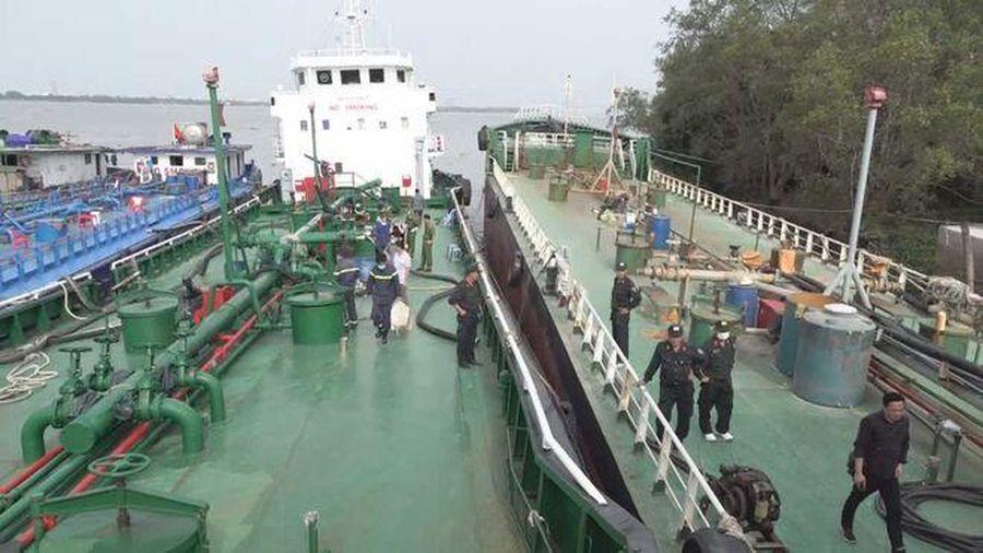 Bắt giam một đội trưởng Hải quan trong vụ 2,7 triệu lít xăng giả
