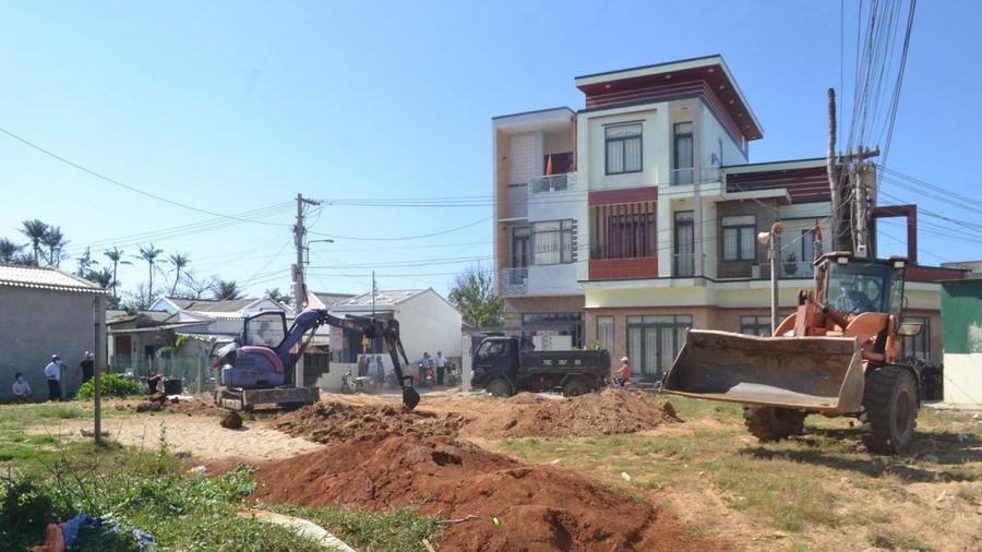 Lý Sơn cưỡng chế, thu hồi gần 500m2 đất công bị chiếm dụng