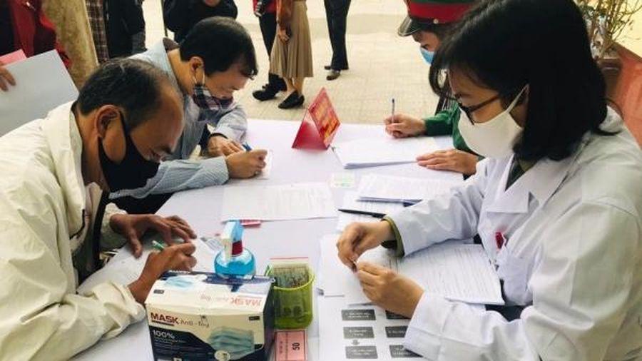 Nhiều người cao tuổi trong 367 tình nguyện viên đã tiêm mũi 1 giai đoạn 2 vắc xin Nano Covax