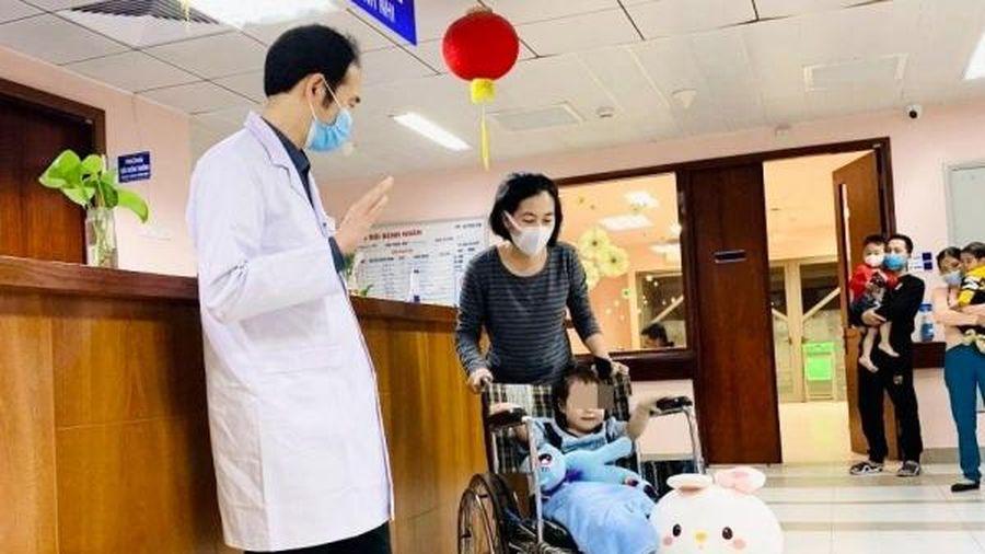Tin vui: Bé gái rơi từ tầng 12A chung cư ở Hà Nội đã ổn định, xuất viện