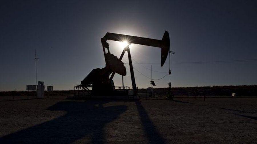Giá dầu tăng mạnh sau khi OPEC+ gia hạn cắt giảm sản lượng