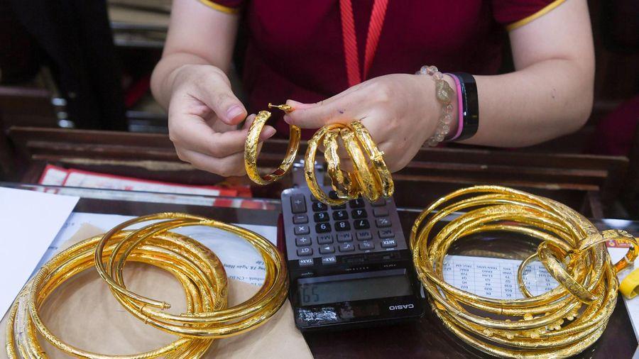 Người mua vàng lỗ tiền triệu sau một tuần