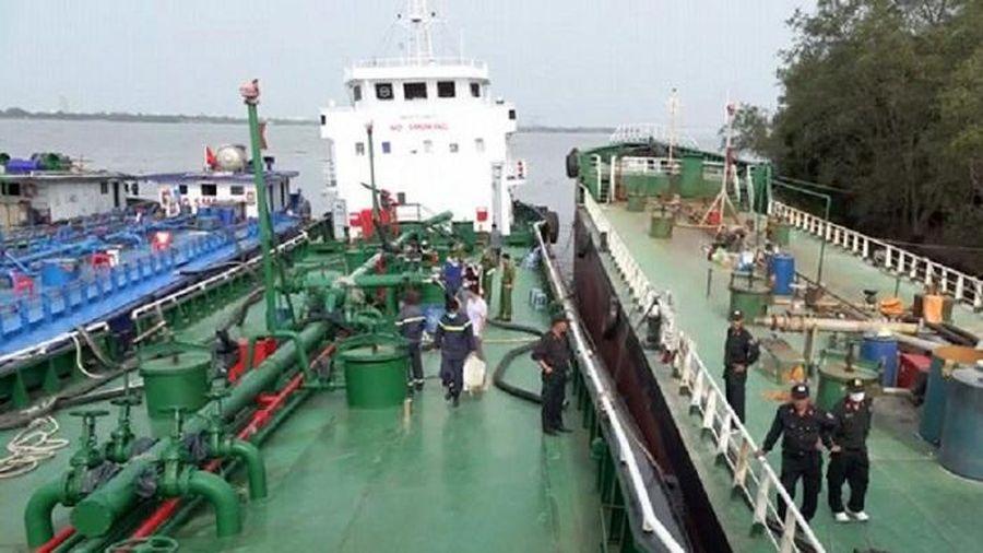 Bắt một cán bộ Tổng cục Hải quan do liên quan đường dây buôn lậu, sản xuất xăng giả