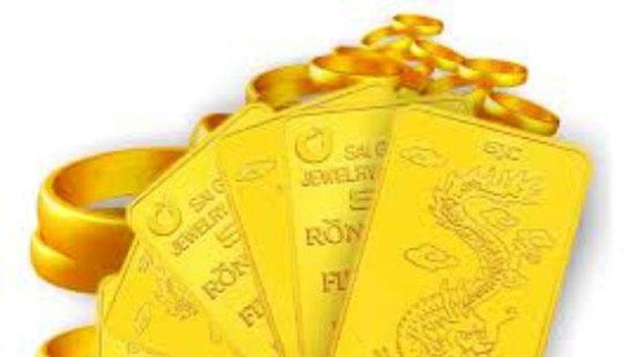 Vàng thế giới bật tăng, vàng SJC vẫn 'đội' giá