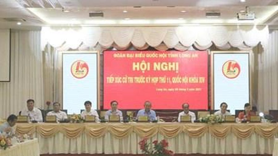 Phó thủ tướng Thường trực Trương Hòa Bình tiếp xúc cử tri tại Long An