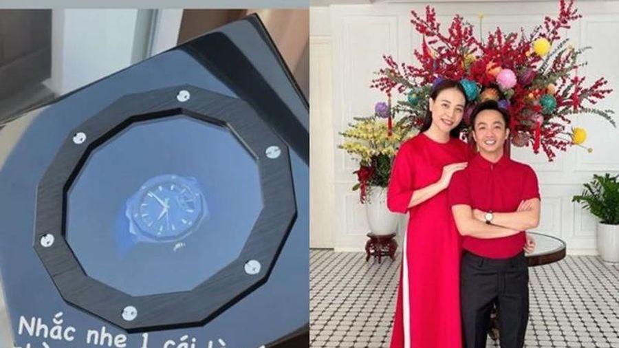 Đàm Thu Trang 'nhắc nhẹ', Cường Đô La tặng ngay quà siêu xịn xò