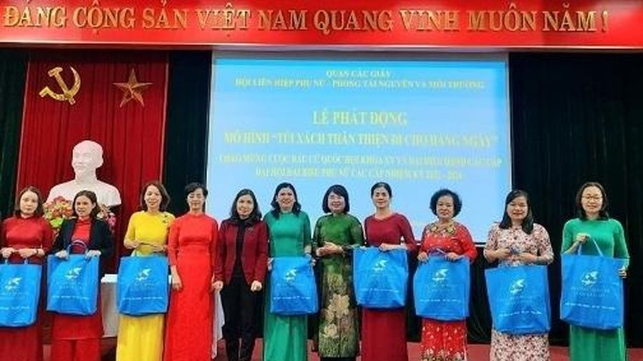 Phụ nữ quận Cầu Giấy phát động mô hình 'Túi xách thân thiện đi chợ hàng ngày'