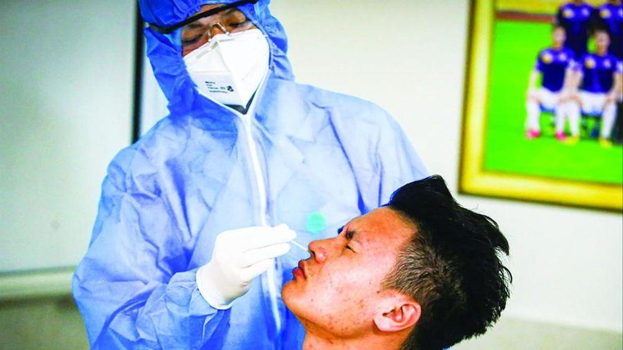 Ba CLB V-League xin ưu tiên tiêm vắc-xin