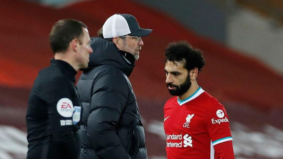 Liverpool thua mất mặt, Klopp bực bội Salah vì điều này