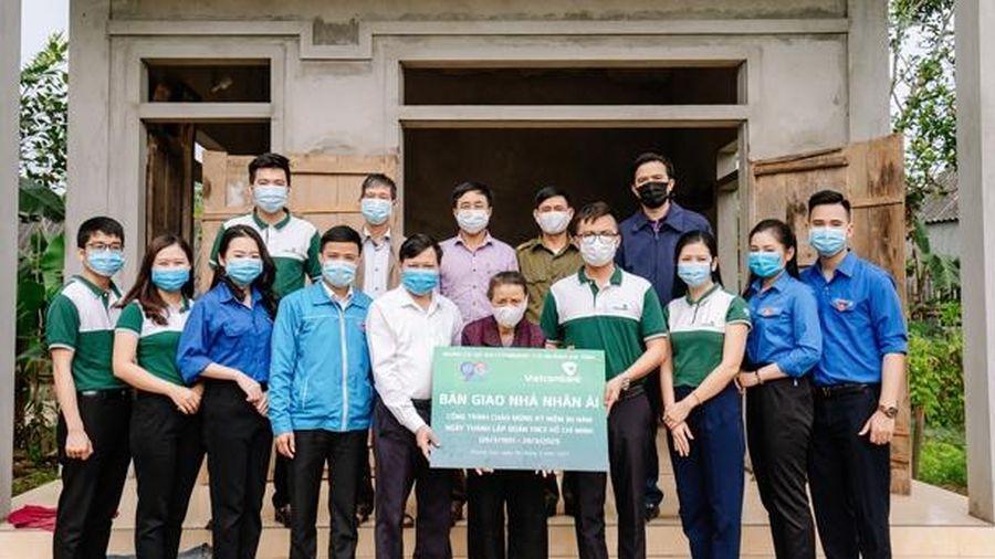 Tuổi trẻ Vietcombank Hà Tĩnh bàn giao, trao hỗ trợ xây dựng 2 nhà tình nghĩa