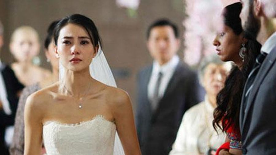 Lời đề nghị của người tình cũ khiến cô dâu trẻ tái mặt