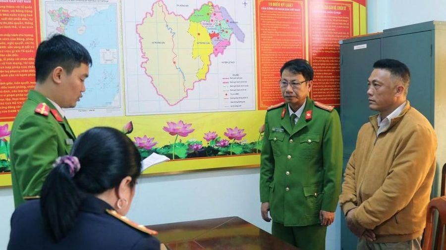 Khởi tố Trạm trưởng Trạm Quản lý bảo vệ rừng Lâm trường Khe Đen, Quảng Bình