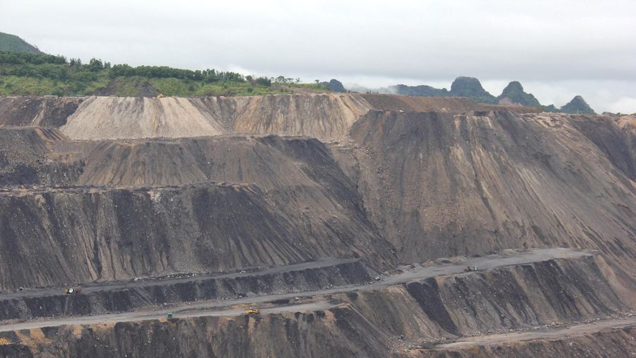 Tái sử dụng đất đá thải mỏ làm vật liệu san lấp mặt bằng