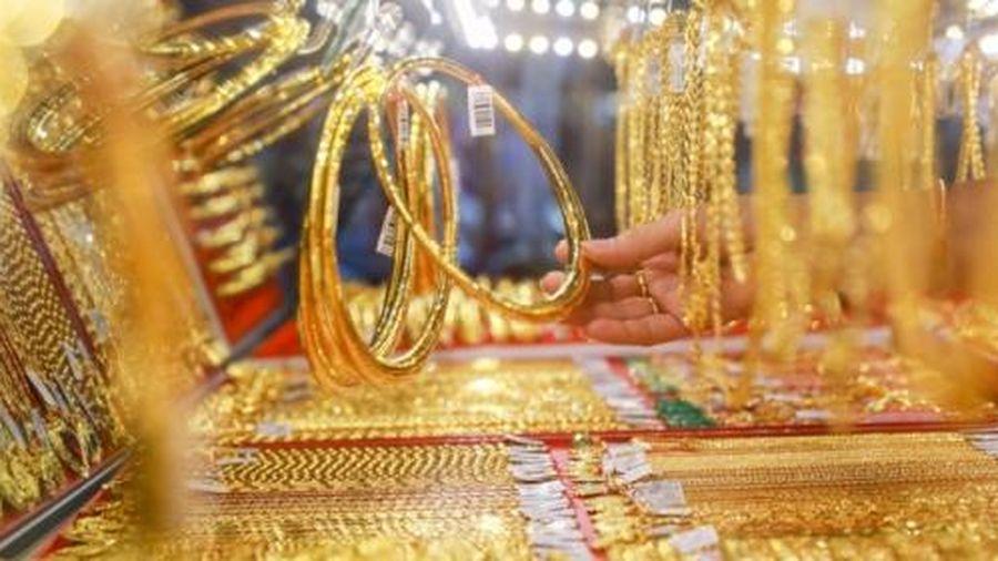 Sau phiên giảm sâu, giá vàng, đồng USD tăng nhẹ trở lại