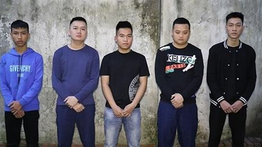 Hai nhóm thanh niên sử dụng vũ khí nóng giải quyết mâu thuẫn cá nhân