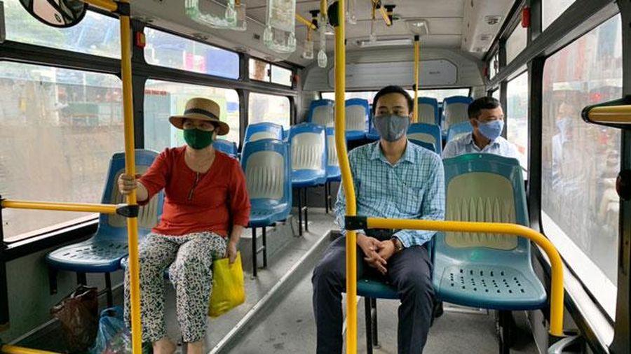 Hà Nội dừng giãn cách trên phương tiện vận tải công cộng từ ngày 8-3