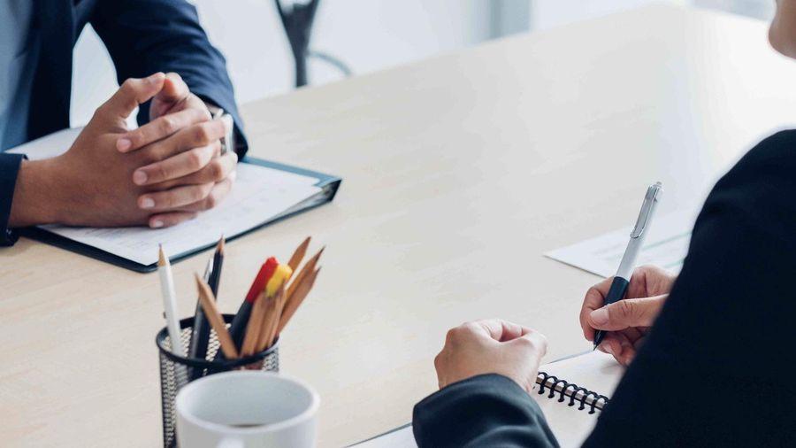 Cách trả lời 3 câu hỏi tuyển dụng cơ bản: Giới thiệu bản thân? Điểm mạnh, điểm yếu? Bạn muốn hỏi gì thêm không?