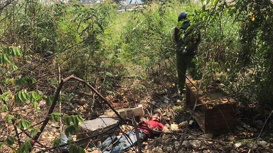 Một người đàn ông chết trong bãi đất trống chưa rõ nguyên nhân