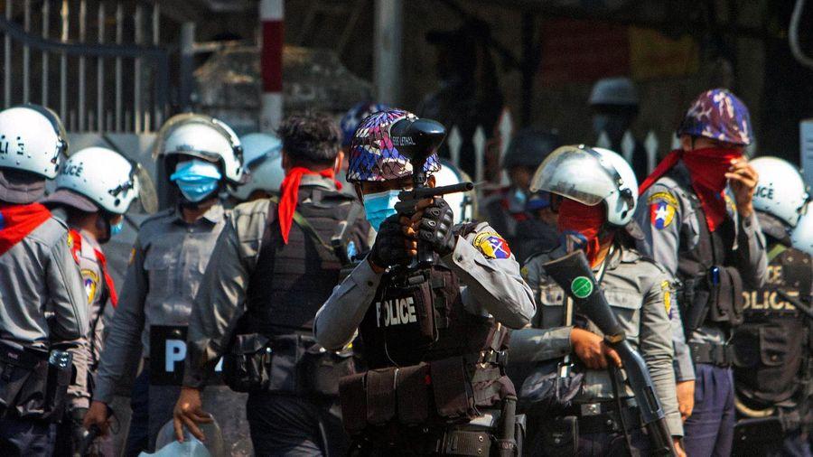 Cảnh sát Myanmar bố ráp người biểu tình trong đêm ở Yangon