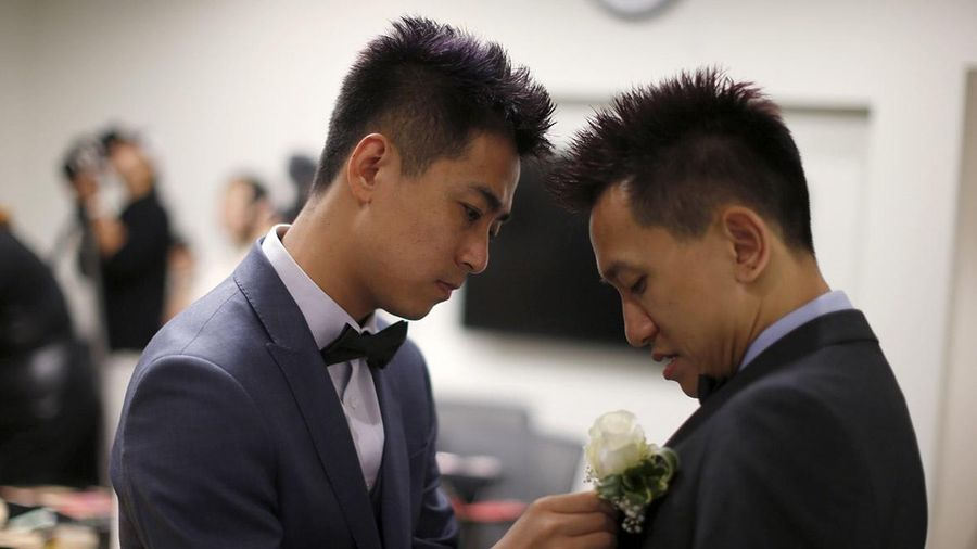Giáo viên LGBT phải kết hôn giả vì sợ bị kỳ thị