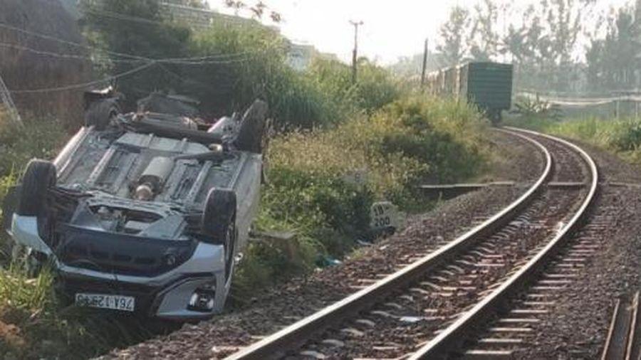 Không kéo barie, tàu hỏa đâm ô tô khiến 3 người thương vong