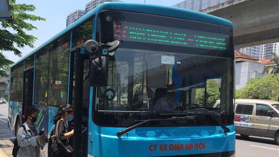 Từ ngày 8-3, Hà Nội dừng giãn cách trên phương tiện vận tải công cộng
