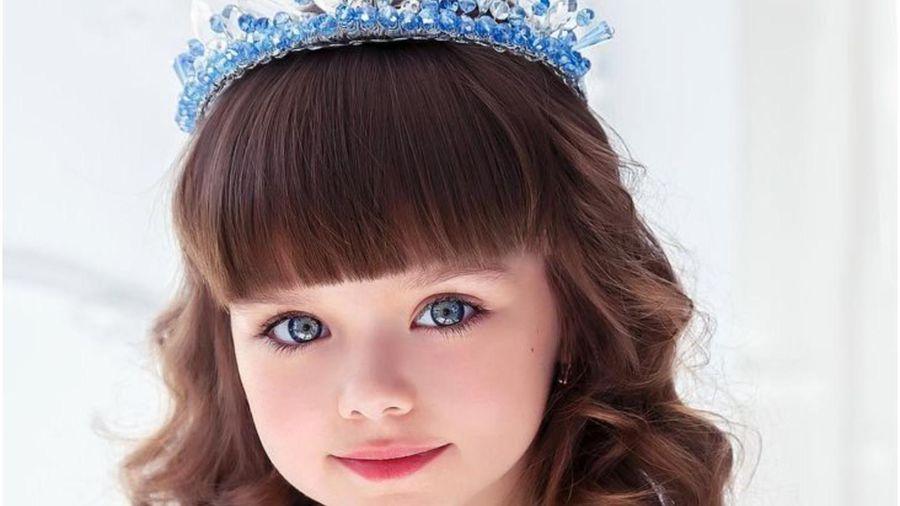 Bất ngờ chuyện học hành của cô bé người Nga từng được ngợi ca là 'đẹp nhất thế giới'
