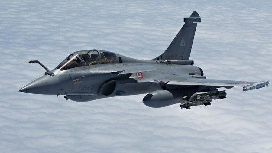 Phi đội Rafale Pháp lần đầu trang bị tên lửa Meteor khi bay thực tế