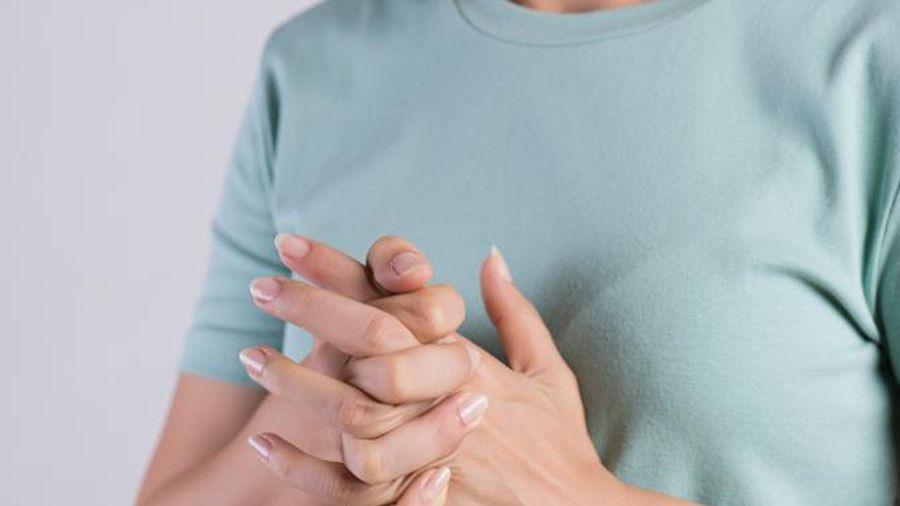 Bẻ ngón tay có bị viêm khớp không? Nguyên nhân gây viêm khớp do đâu?