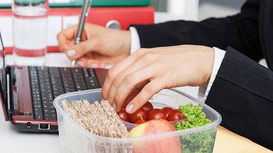6 sai lầm khi ăn uống dân văn phòng mắc phải