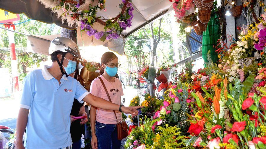 Hoa tươi tăng giá gấp 3-4 lần