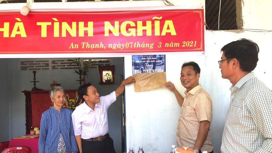 Trao Nhà tình nghĩa tại huyện Mỏ Cày Nam, Bến Tre