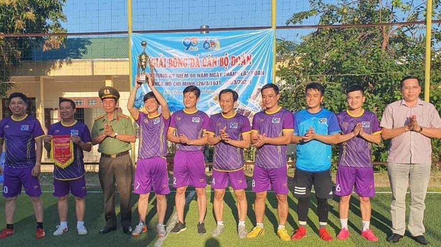 Liên quân cơ quan Tỉnh đoàn - cán bộ Đoàn Công an tỉnh đoạt cúp vô địch