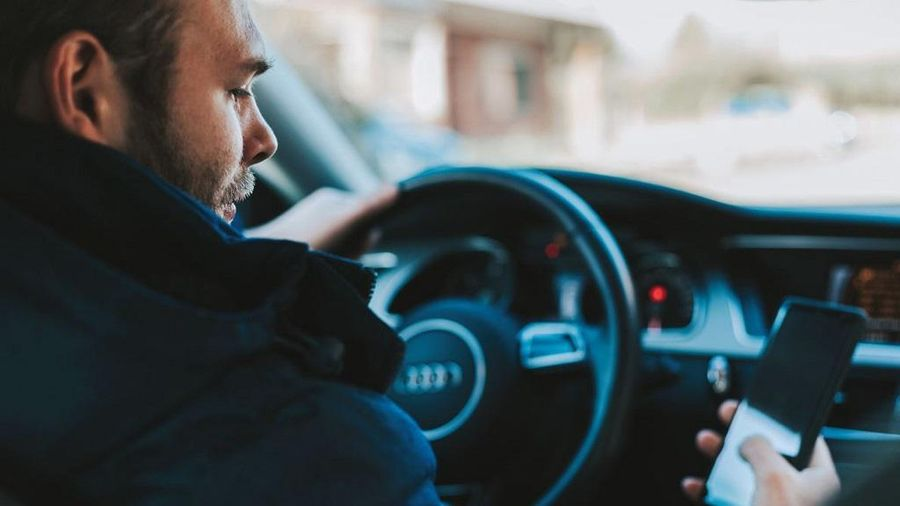 Những mối phân tâm không ngờ khiến lái xe mất tập trung