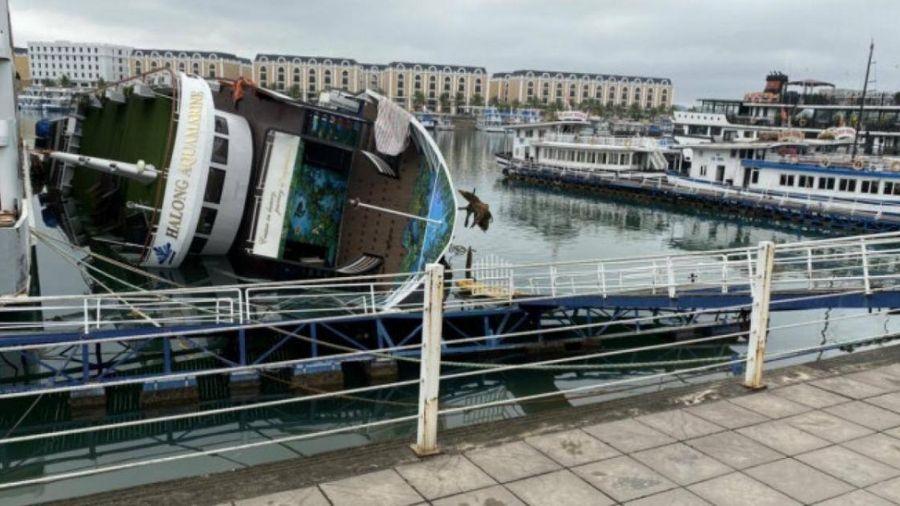 Vì sao chưa trục vớt được tàu du lịch hạng sang bị lật trên vịnh Hạ Long?
