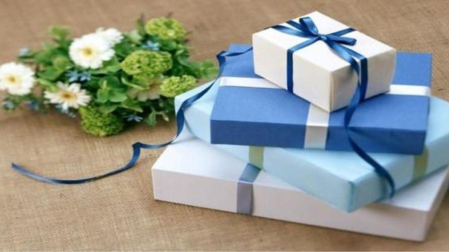 Tặng quà ngày 8/3 cho khách hàng, đối tác nữ cần hết sức tránh những điều sau