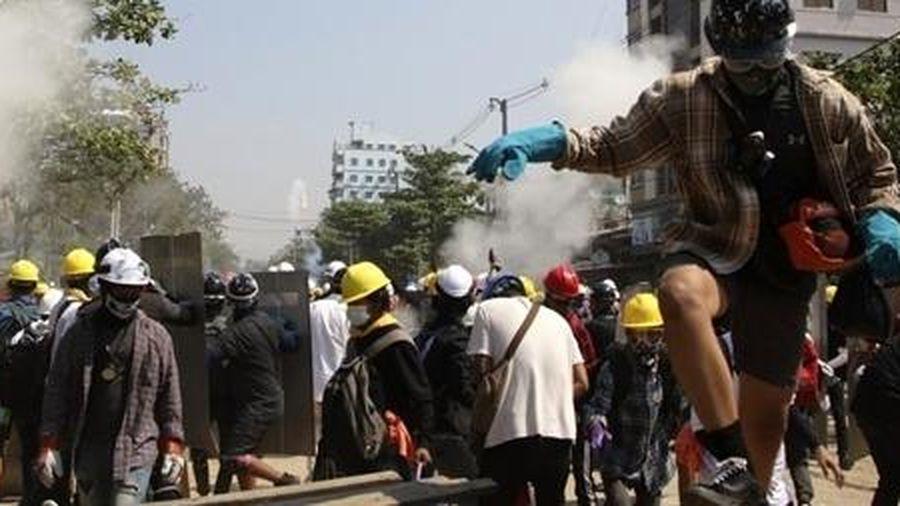 Quan chức Myanmar thiệt mạng khi cảnh sát trấn áp biểu tình
