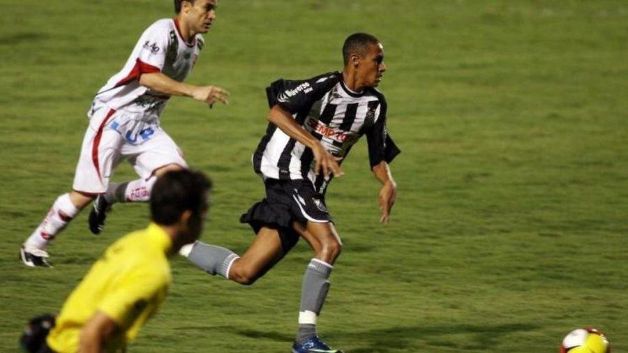 Ngày này năm xưa: Neymar ra mắt bóng đá chuyên nghiệp