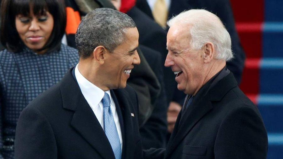 Ông Obama chúc mừng Tổng thống Biden về gói cứu trợ 1.900 tỷ USD