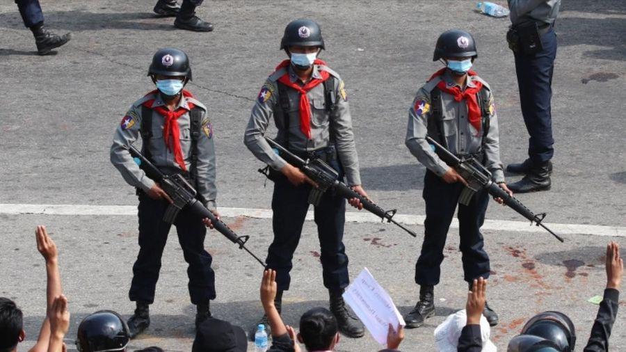 Nhà chức trách Myanmar khai quật mộ cô gái 19 tuổi bị bắn chết vì biểu tình