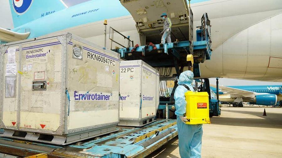 Vắc xin Covid-19 của AstraZeneca đã được vận chuyển tới Hà Nội