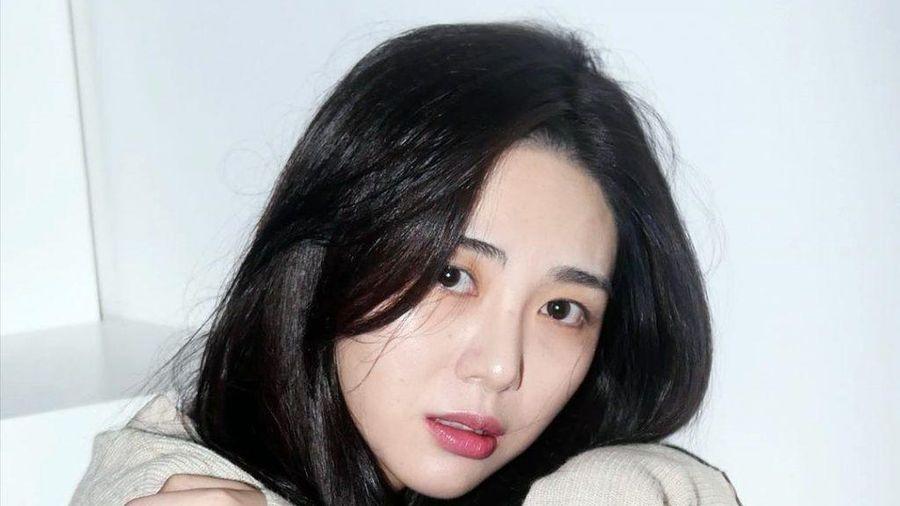 Mina (AOA) bị sao nam quấy rối