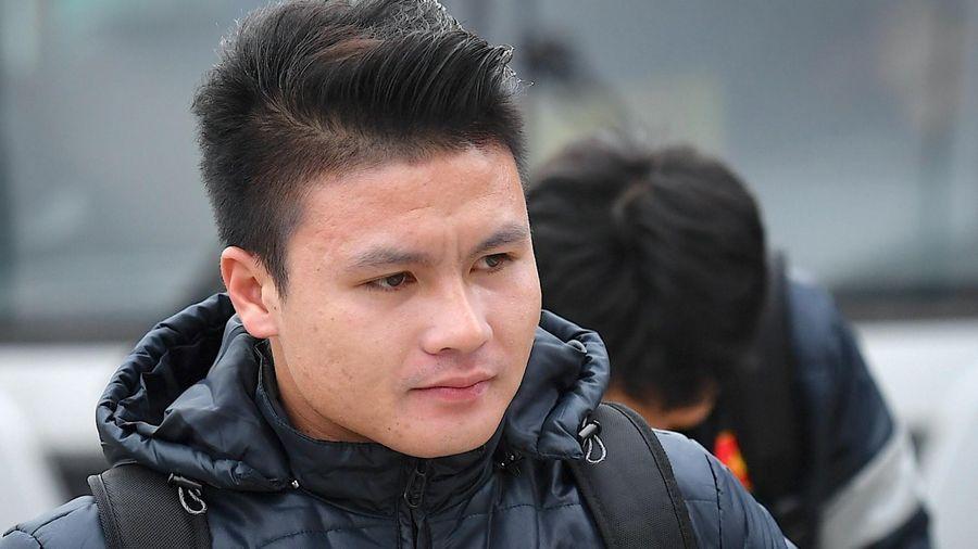 Bác sĩ Choi quan tâm chấn thương của Quang Hải