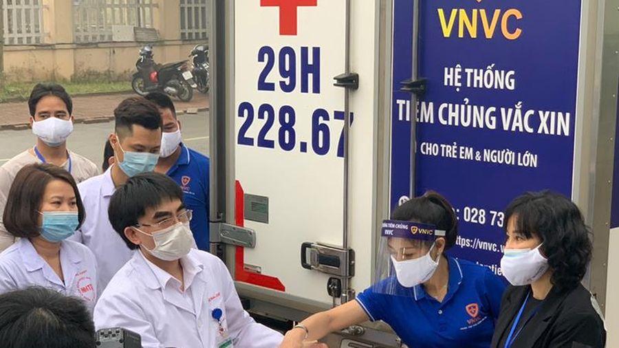 Bắt đầu tiêm những mũi vaccine phòng Covid-19 đầu tiên tại Việt Nam