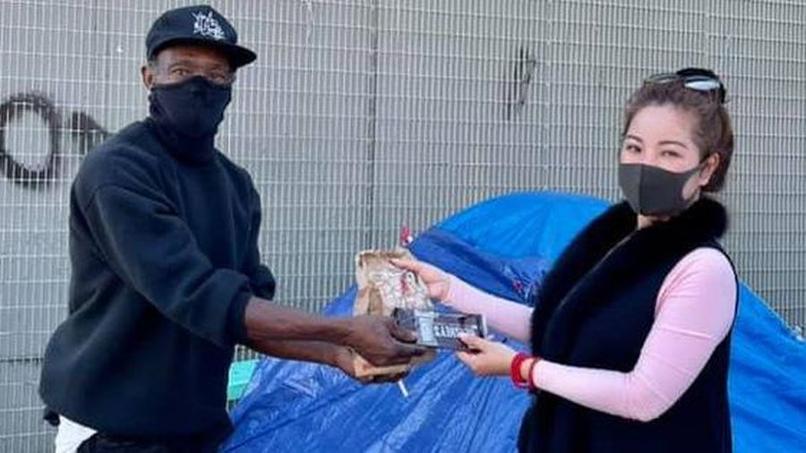Nghệ sĩ Thúy Nga chia sẻ khó khăn với người vô gia cư tại Mỹ