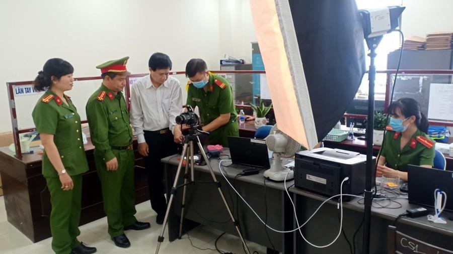 Lãnh đạo CATP Đà Nẵng kiểm tra, động viên các tổ cấp Căn cước công dân làm việc ngày Chủ nhật