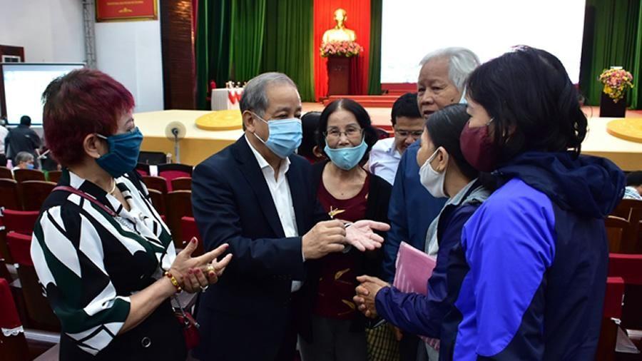Chủ tịch tỉnh Thừa Thiên- Huế đối thoại với gần 350 hộ dân